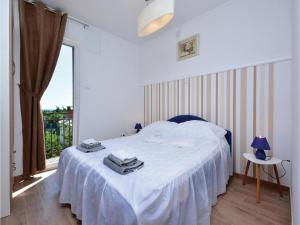 Six-Bedroom Holiday Home in Kastel Novi, Case vacanze  Kastel Novi - big - 18
