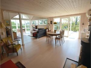 Three-Bedroom Holiday Home in Ebeltoft, Holiday homes  Ebeltoft - big - 7