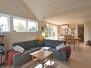 Three-Bedroom Holiday Home in Ebeltoft, Case vacanze  Ebeltoft - big - 6