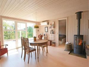 Three-Bedroom Holiday Home in Ebeltoft, Holiday homes  Ebeltoft - big - 3