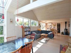 Three-Bedroom Holiday Home in Ebeltoft, Case vacanze  Ebeltoft - big - 13