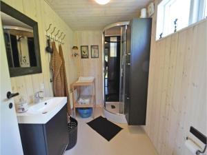 Three-Bedroom Holiday Home in Ebeltoft, Case vacanze  Ebeltoft - big - 10