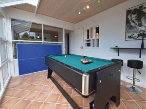 Four-Bedroom Holiday Home in Juelsminde, Case vacanze  Sønderby - big - 3