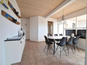 Four-Bedroom Holiday Home in Juelsminde, Nyaralók  Sønderby - big - 18