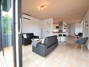 Four-Bedroom Holiday Home in Juelsminde, Case vacanze  Sønderby - big - 17