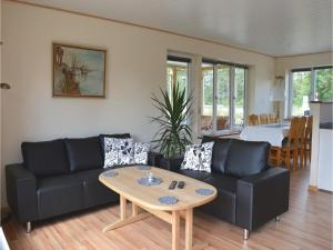 Three-Bedroom Holiday Home in Juelsminde, Дома для отпуска  Sønderby - big - 2