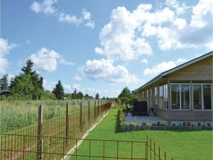 Three-Bedroom Holiday Home in Juelsminde, Дома для отпуска  Sønderby - big - 12