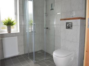 Three-Bedroom Holiday Home in Juelsminde, Дома для отпуска  Sønderby - big - 3