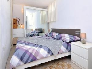 One-Bedroom Apartment in Jelsa, Ferienwohnungen  Jelsa - big - 8