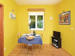 One-Bedroom Apartment in Jelsa, Apartmanok  Jelsa - big - 17
