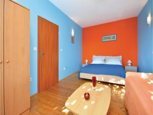 One-Bedroom Apartment in Jelsa, Apartmanok  Jelsa - big - 12