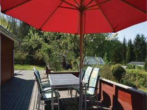 Three-Bedroom Holiday Home in Farvang, Holiday homes  Fårvang - big - 18