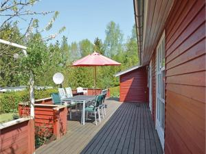 Three-Bedroom Holiday Home in Farvang, Holiday homes  Fårvang - big - 16