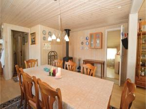 Three-Bedroom Holiday Home in Farvang, Nyaralók  Fårvang - big - 7