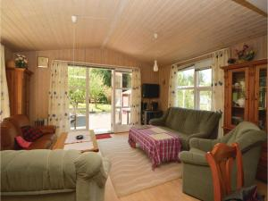 Three-Bedroom Holiday Home in Farvang, Holiday homes  Fårvang - big - 8