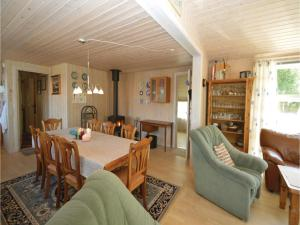 Three-Bedroom Holiday Home in Farvang, Nyaralók  Fårvang - big - 9