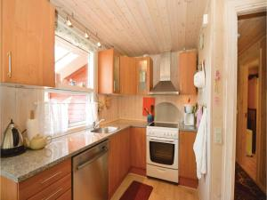 Three-Bedroom Holiday Home in Farvang, Holiday homes  Fårvang - big - 12