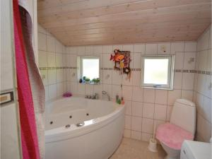 Three-Bedroom Holiday Home in Farvang, Nyaralók  Fårvang - big - 3