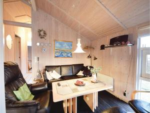 Three-Bedroom Holiday Home in Juelsminde, Дома для отпуска  Sønderby - big - 10