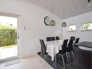 Three-Bedroom Holiday Home in Juelsminde, Ferienhäuser  Sønderby - big - 6