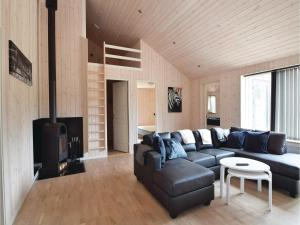Four-Bedroom Holiday Home in Juelsminde, Ferienhäuser  Sønderby - big - 2