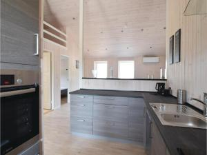 Four-Bedroom Holiday Home in Juelsminde, Case vacanze  Sønderby - big - 19