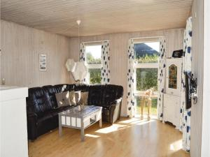 Four-Bedroom Holiday Home in Juelsminde, Nyaralók  Sønderby - big - 8