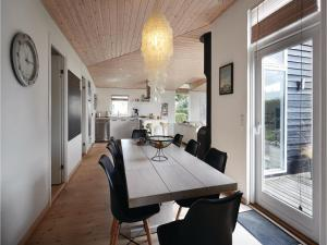 Four-Bedroom Holiday Home in Juelsminde, Nyaralók  Sønderby - big - 7