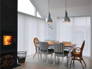 Holiday home Asbo, Дома для отпуска  Sønderby - big - 4