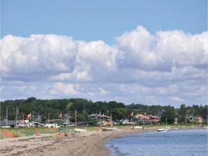Holiday home Asbo, Дома для отпуска  Sønderby - big - 12