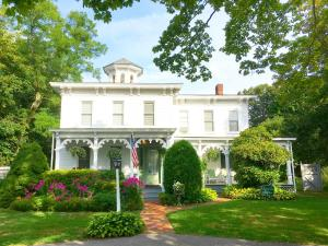 Quintessentials Bed and Breakfast and Spa East Marion