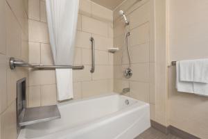 DoubleTree by Hilton Milwaukee/Brookfield, Hotels  Brookfield - big - 3