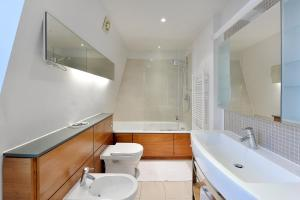 101 Lexham Gardens APT. 9, Apartmány  Londýn - big - 15