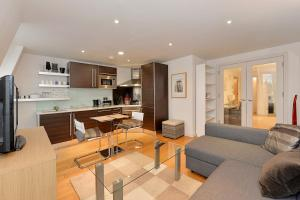 101 Lexham Gardens APT. 9, Apartmanok  London - big - 18