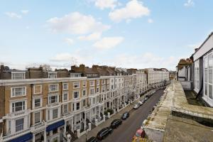 101 Lexham Gardens APT. 9, Apartmanok  London - big - 13