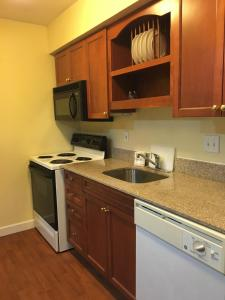Queen Room with Kitchenette - Disability Access/Non-Smoking