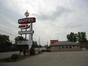 Super 7 Motel London