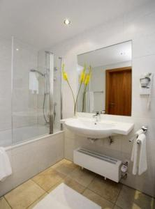 Hotel Landgasthof Gschwendtner, Hotely  Allershausen - big - 4