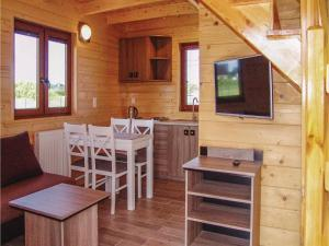 Two-Bedroom Holiday Home in Gaski, Dovolenkové domy  Gąski - big - 15