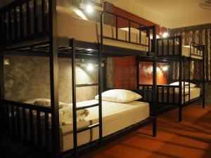 Bed in 6-Bed Mixed Dormitory Room with Fan