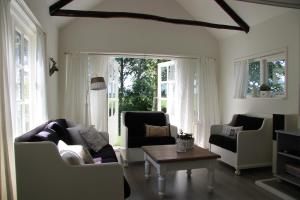 B&B Droom 44, Bed & Breakfasts  Buinerveen - big - 8