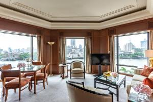 Grand Deluxe King Suite