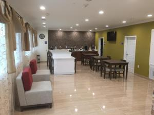 Americas Best Value Inn and Suites, Hotels  Humble - big - 15