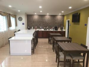 Americas Best Value Inn and Suites, Hotels  Humble - big - 14