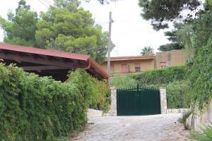Villa Cala Azzurra con accesso privato alla caletta cala azzurra, Villas  Scopello - big - 11