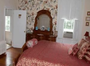 Historic Hill Inn, Bed and Breakfasts  Newport - big - 35