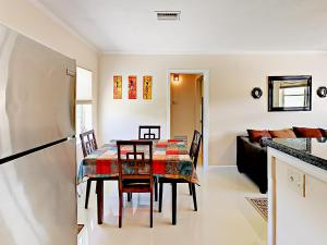 4751 NE 21st Ter Lighthouse Point Townhome Unit 1 Townhouse, Holiday homes  Pompano Beach - big - 18