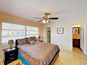 4751 NE 21st Ter Lighthouse Point Townhome Unit 1 Townhouse, Holiday homes  Pompano Beach - big - 16
