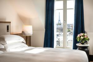 Suite con cama grande y vistas