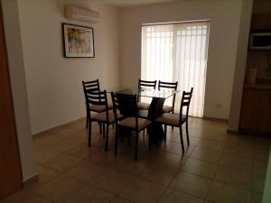 Executive Suites Apto-Shared House
